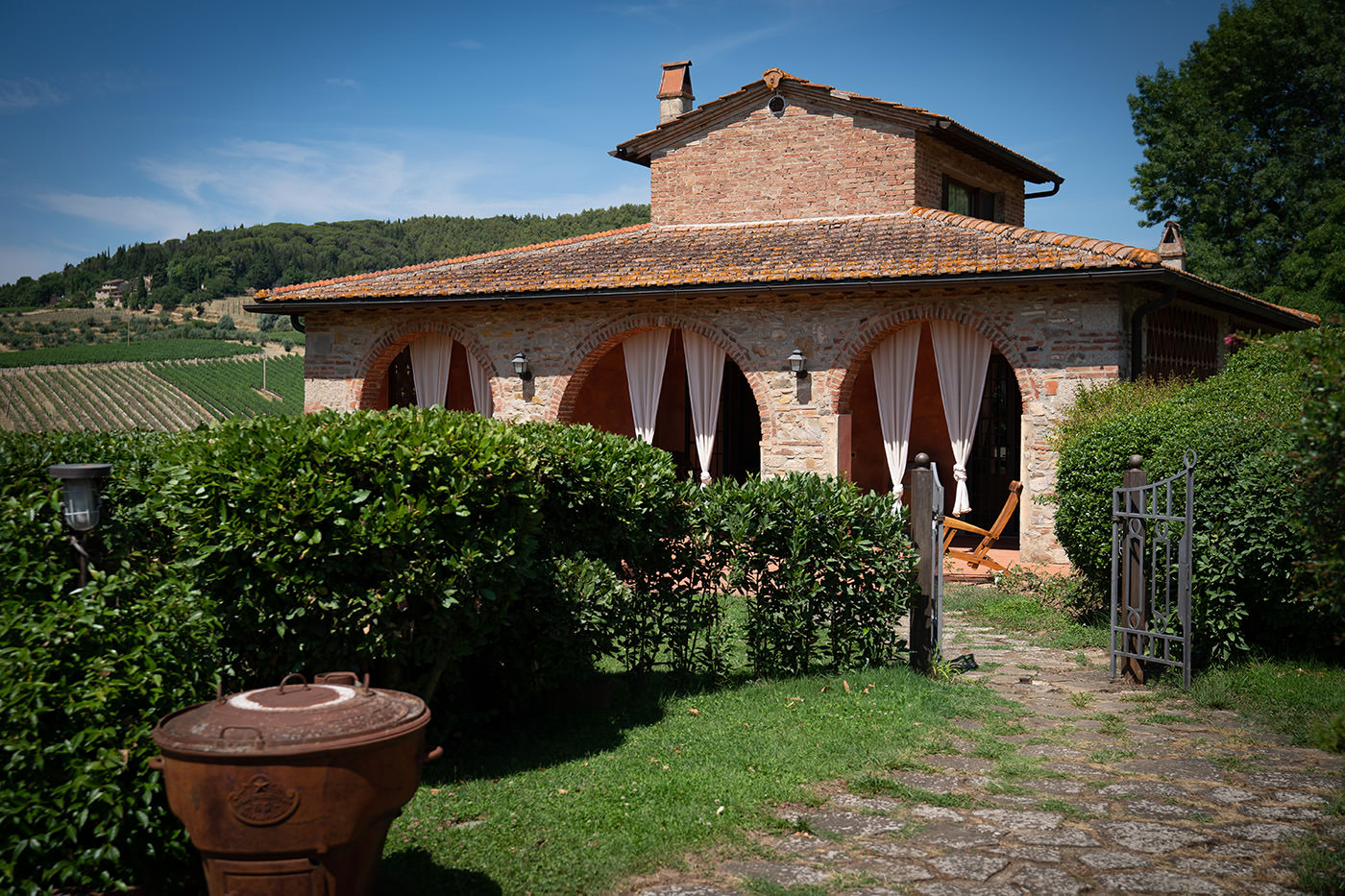Tuscan Wedding Photo Shoots At Palagio Castle: hotel Fonte de Medici, Tuscany
