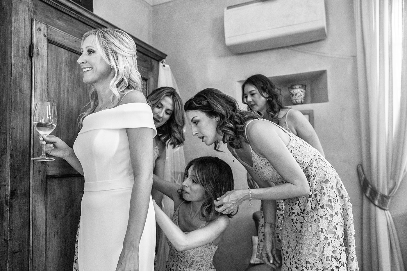 Tuscan Wedding Photo Shoots At Palagio Castle: bride's getting ready