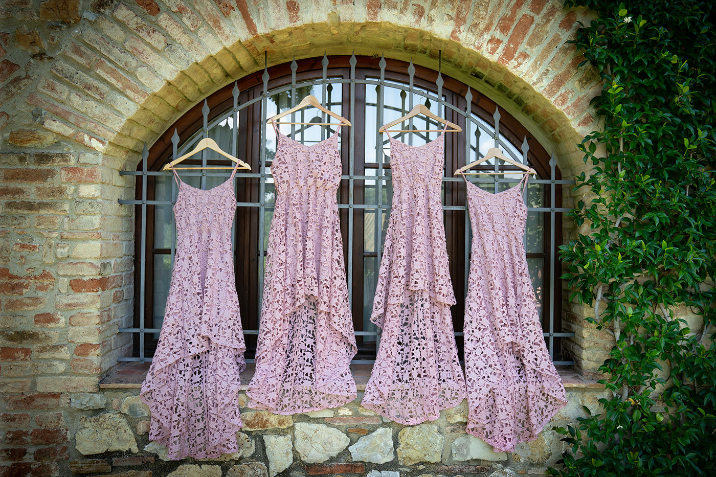 Tuscan Wedding Photo Shoots At Palagio Castle: bridesmade weding dress