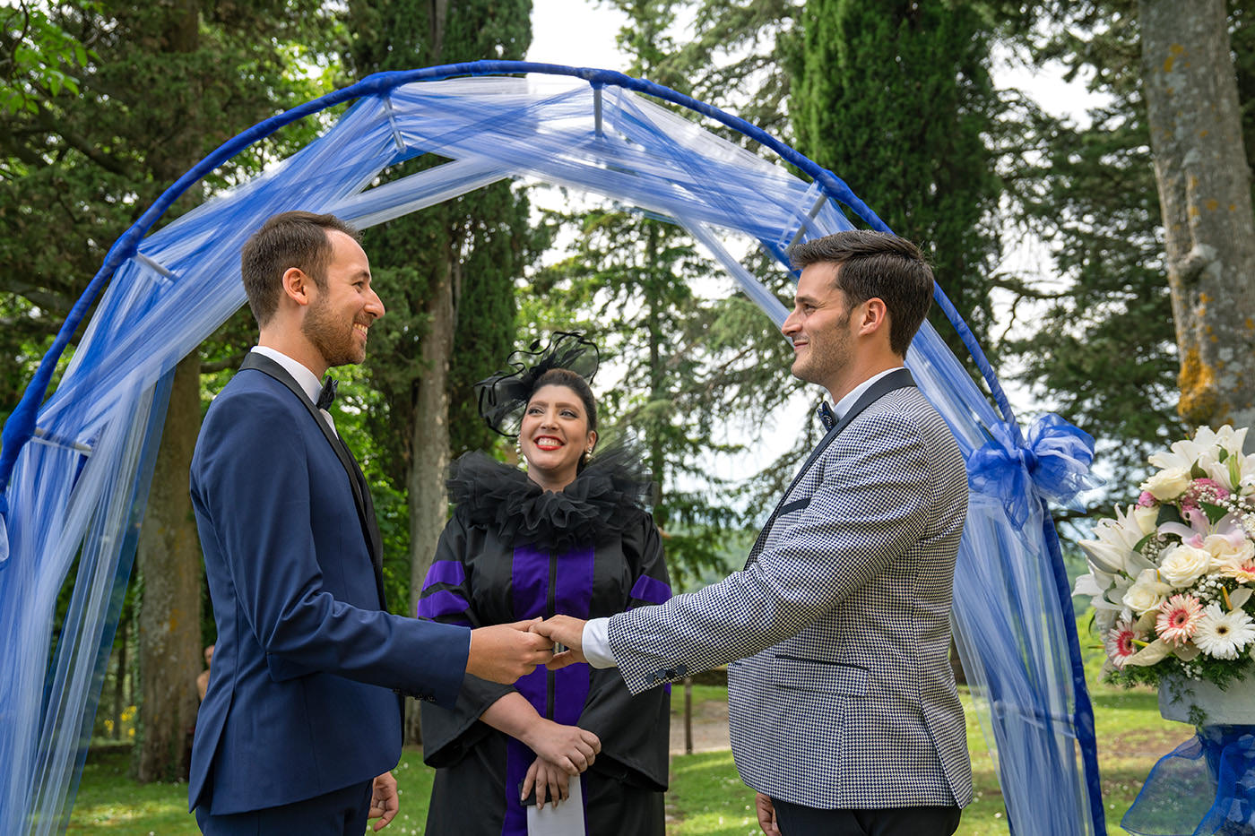 Same-Sex Wedding Photographer Florence: Timur & Guillaume. Couple look each other