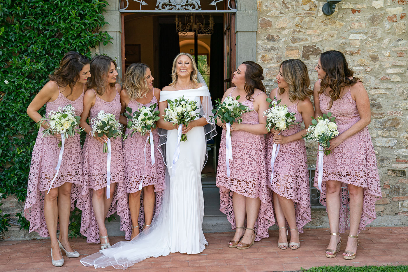 Duccio Argentini: Tuscan Wedding Photo Shoots At Palagio Castle. Bridesmandes with the bride