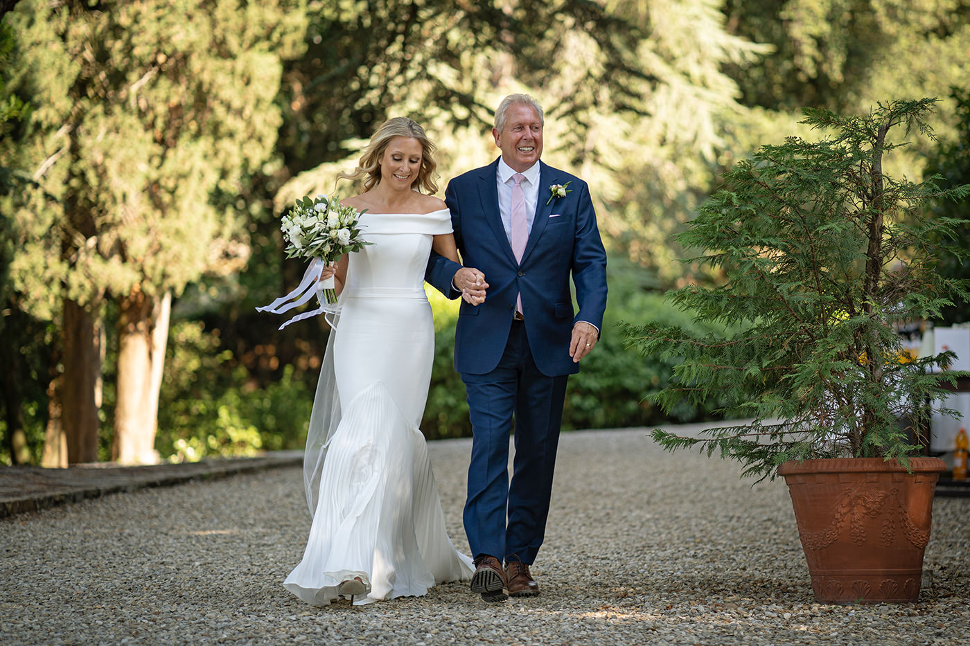 Duccio Argentini: Tuscan Wedding Photo Shoots At Palagio Castle. Bride are walking with her father