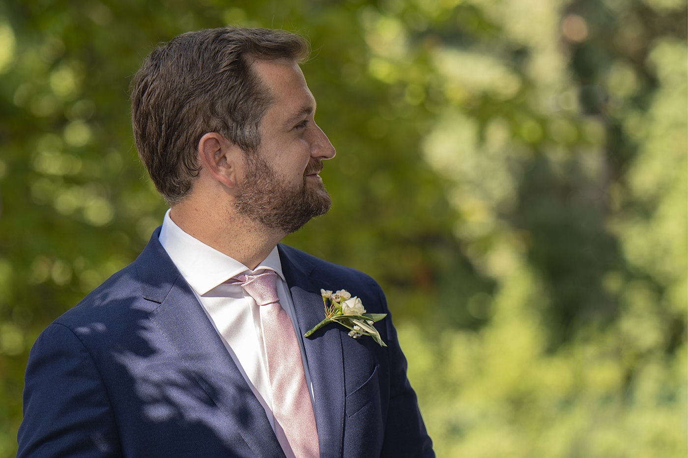 Duccio Argentini: Tuscan Wedding Photo Shoots At Palagio Castle. The groom look at the bride