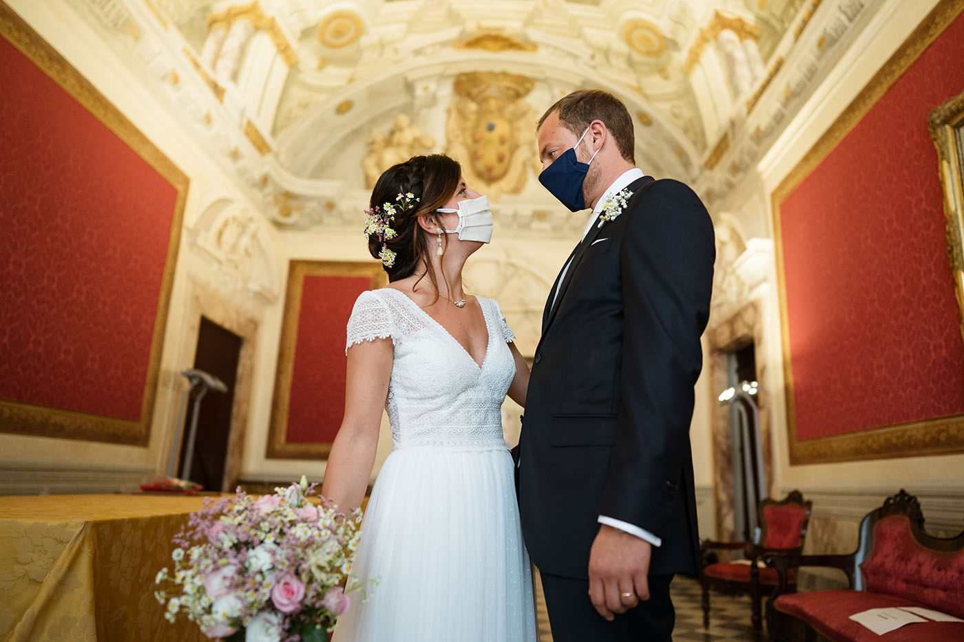 bride and groom in Red Room Town hall Pisa