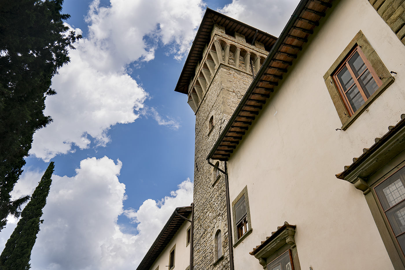 Vicchiomaggio Castle: Wedding Photographer Photo Shoot By Duccio Argentini