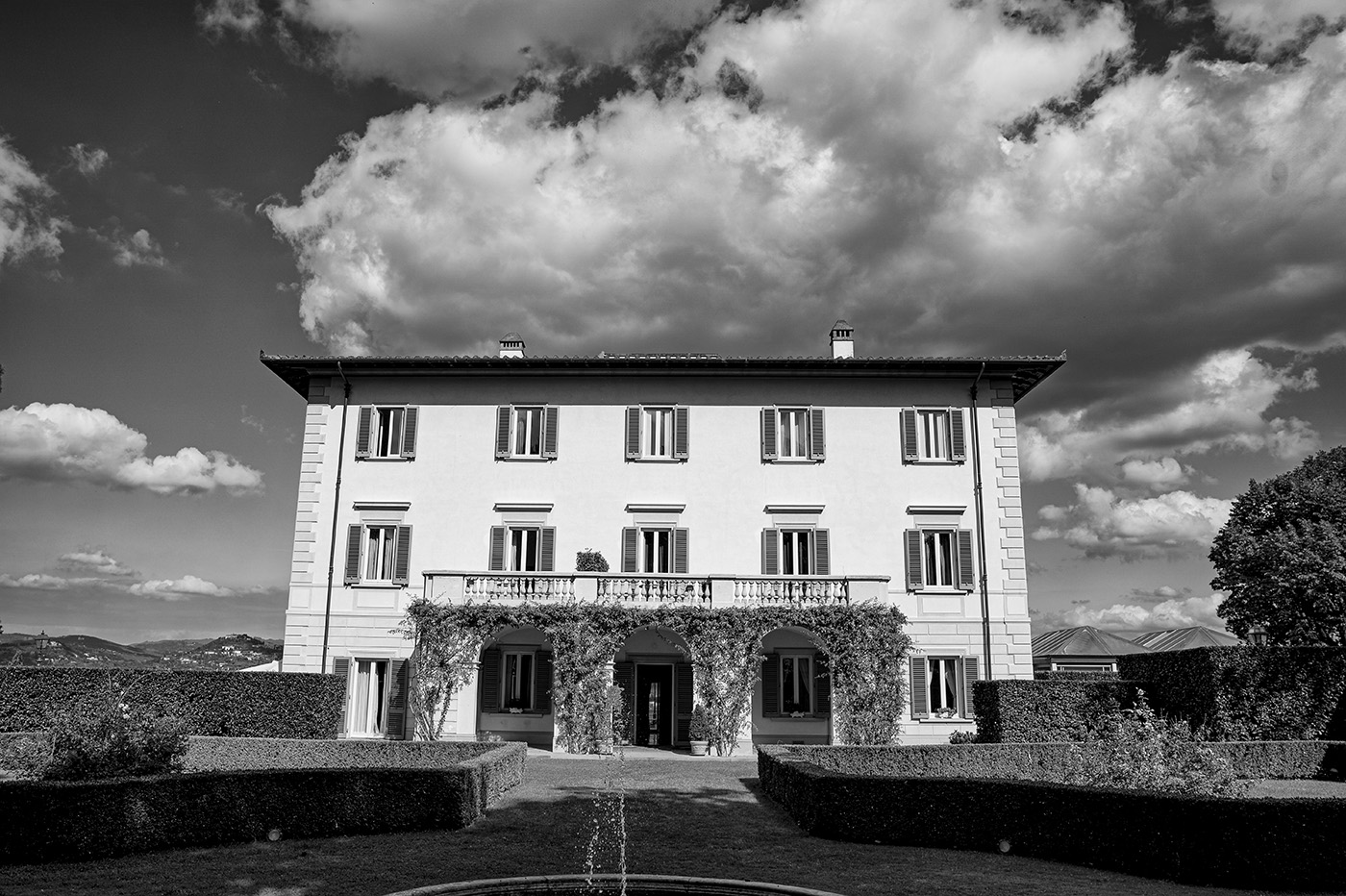 Duccio Argentini is a Professional Wedding Photographer in Florence - Photo Shoot on Autumn wedding at Villa la Vedetta